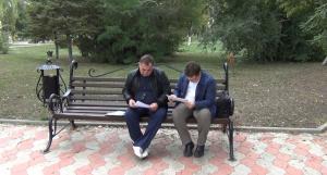Роман и Сергей возле суда
