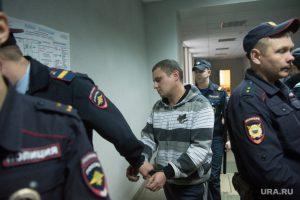 В сентябре 2015-го ФСБ задерживает пятерых полицейских, в том числе начальника ОВД Заречного Александра Дубровина (на фото)