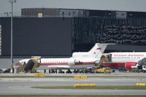 Российский и американский самолеты в аэропорту Вены в ходе обмена сотрудников ГРУ на арестованных за шпионаж в России, в том числе Игоря Сутягина, 9 июля 2010 года Фото: Heinz-Peter Bader / Reuters / Scanpix / LETA