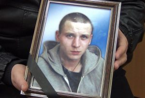 Родители осужденного Антона Штерна каждый месяц платили на карточный счет. А после того, как зэки его забили, выяснилось что этот счет принадлежал матери одного из активистов